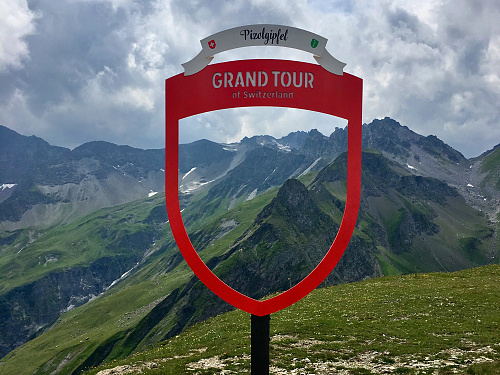 Photo Spot Shelter for the Grand Tour of Switzerland